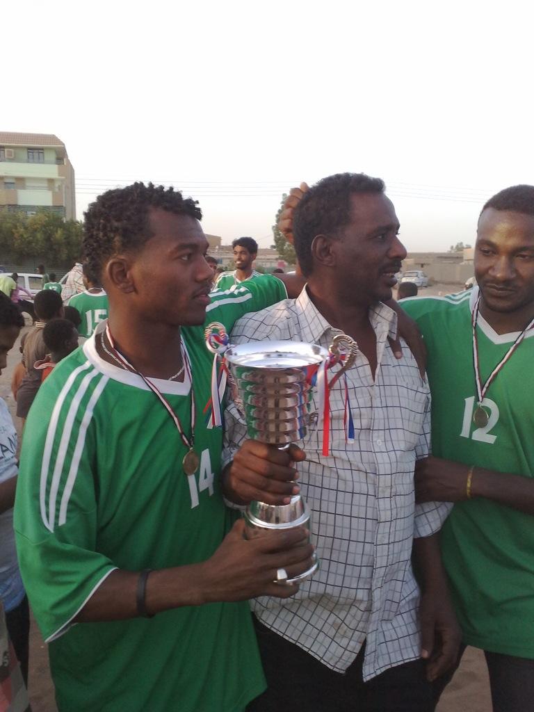 شباب عشرين يحرزون كأس بطولة الشهداء بالصحافة وجبرة 110220121543