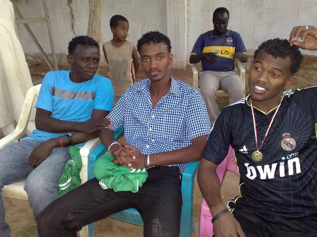 شباب عشرين يحرزون كأس بطولة الشهداء بالصحافة وجبرة 110220121595