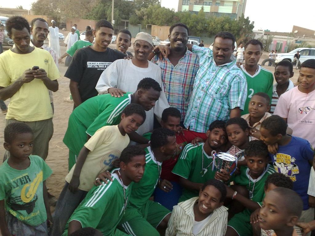 شباب عشرين يحرزون كأس بطولة الشهداء بالصحافة وجبرة 110220121551