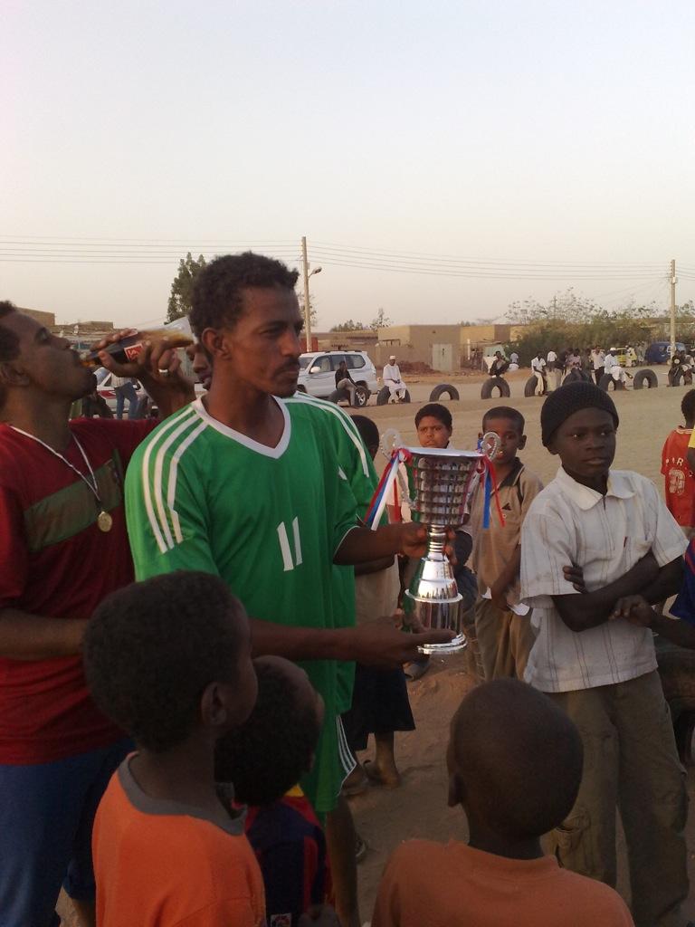 شباب عشرين يحرزون كأس بطولة الشهداء بالصحافة وجبرة 110220121560