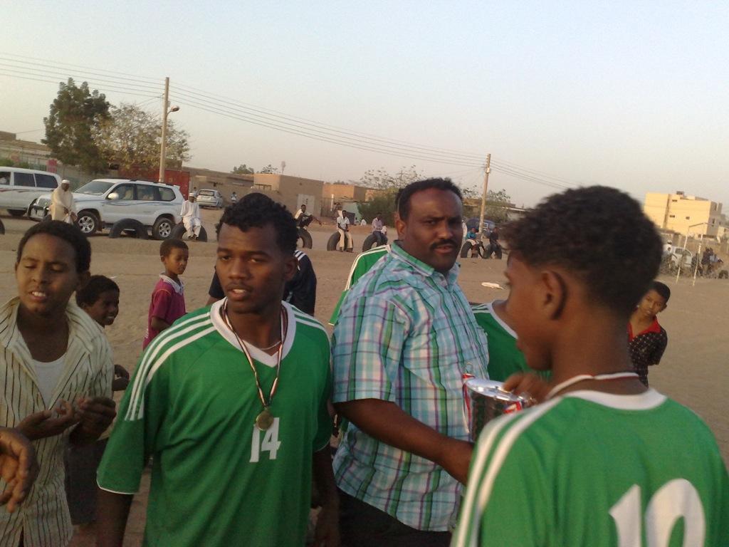 شباب عشرين يحرزون كأس بطولة الشهداء بالصحافة وجبرة 110220121535