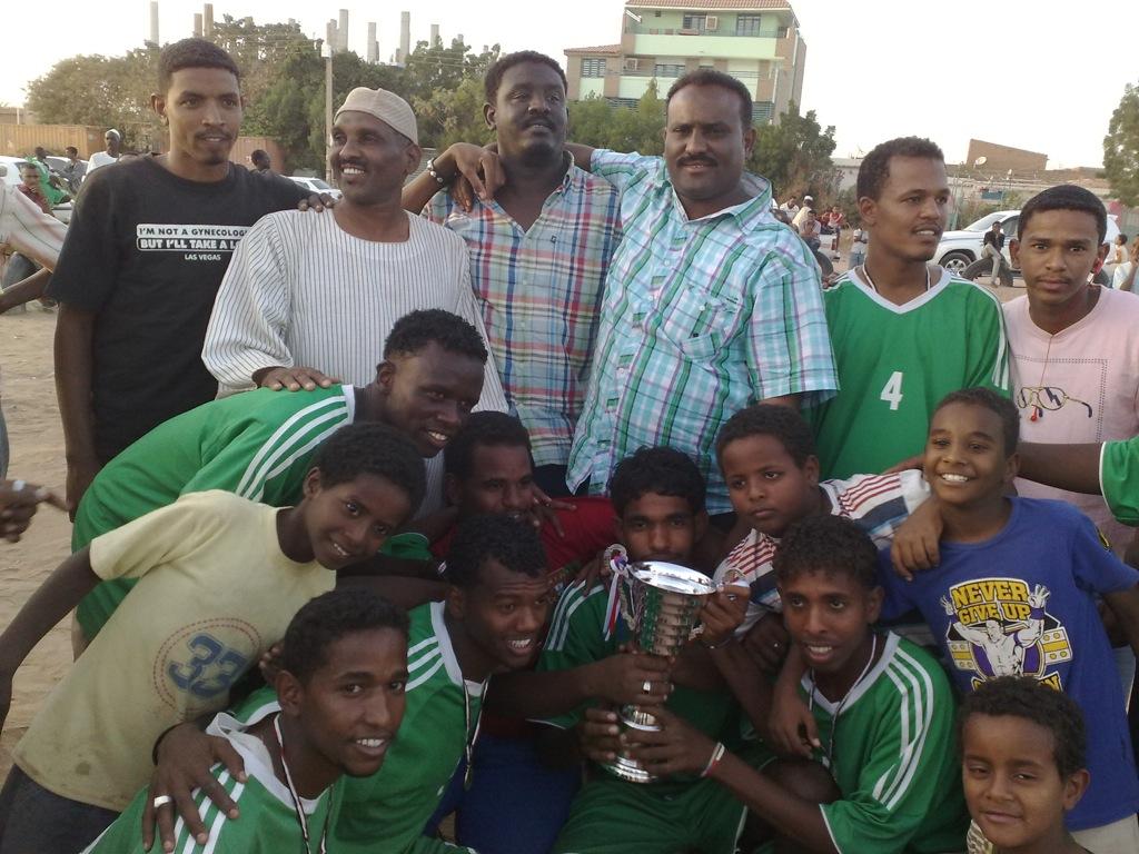 شباب عشرين يحرزون كأس بطولة الشهداء بالصحافة وجبرة 110220121548