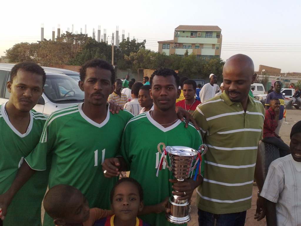 شباب عشرين يحرزون كأس بطولة الشهداء بالصحافة وجبرة 110220121557