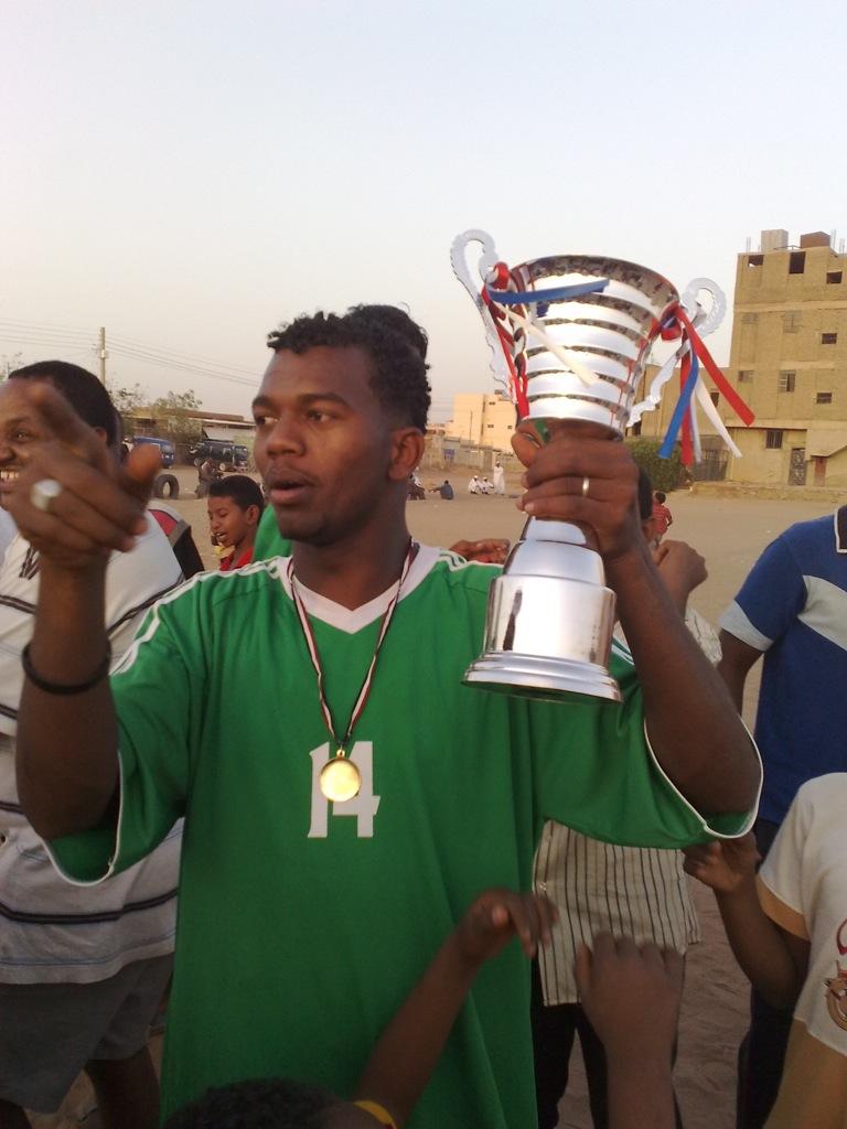 شباب عشرين يحرزون كأس بطولة الشهداء بالصحافة وجبرة 110220121554