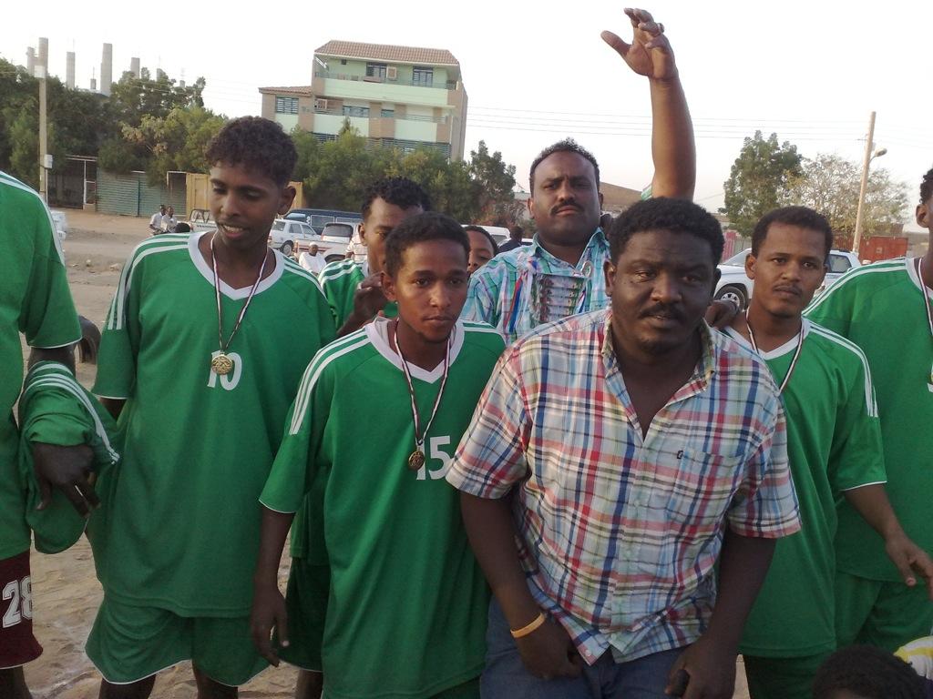 شباب عشرين يحرزون كأس بطولة الشهداء بالصحافة وجبرة 110220121536