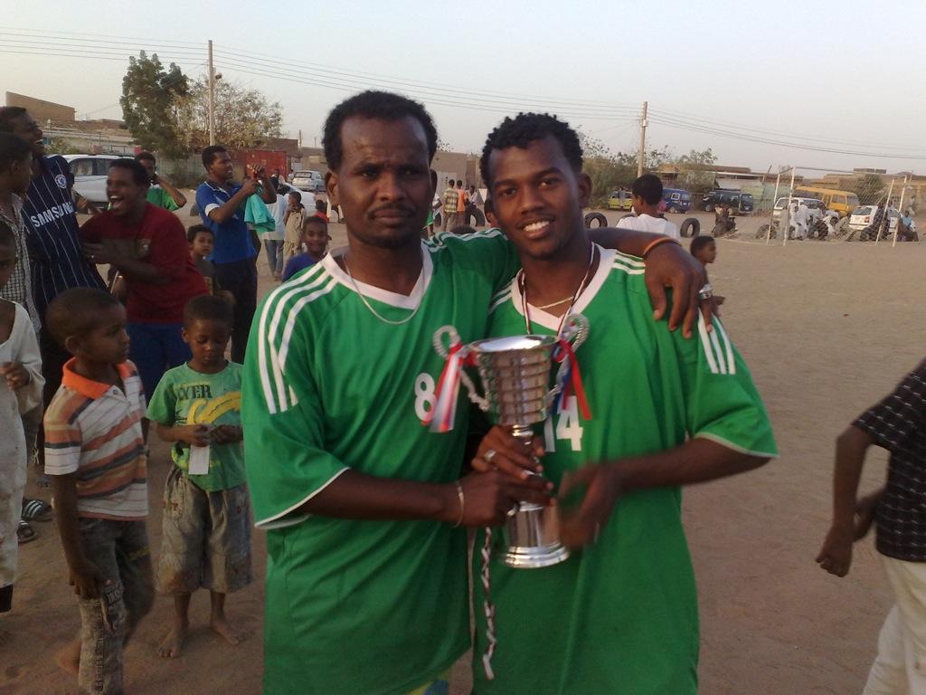 شباب عشرين يحرزون كأس بطولة الشهداء بالصحافة وجبرة 110220121545