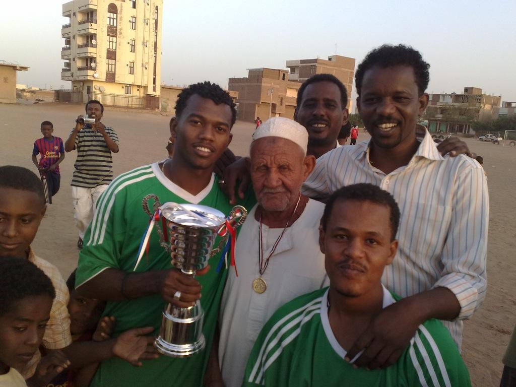 شباب عشرين يحرزون كأس بطولة الشهداء بالصحافة وجبرة 110220121556