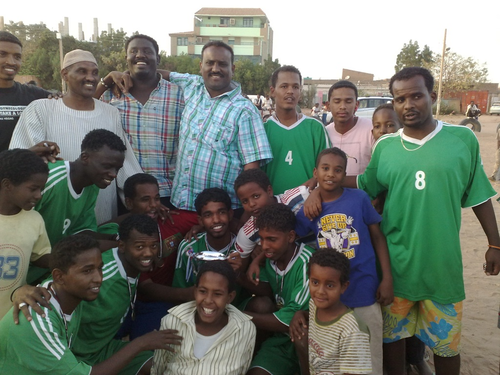 شباب عشرين يحرزون كأس بطولة الشهداء بالصحافة وجبرة 110220121549