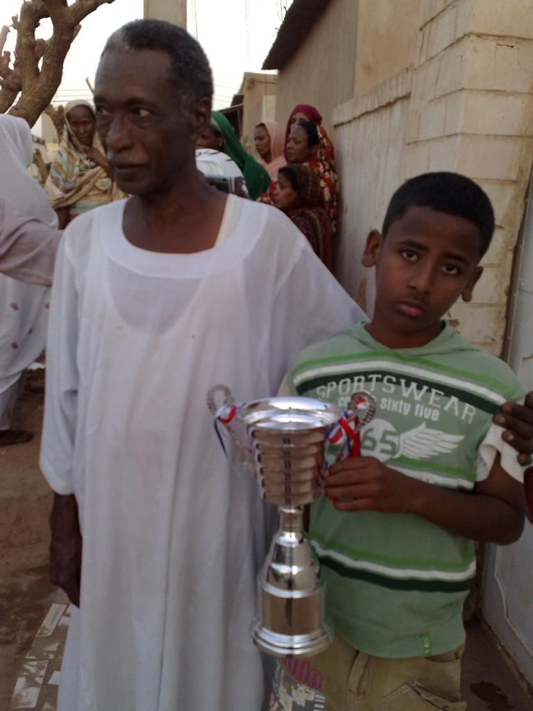شباب عشرين يحرزون كأس بطولة الشهداء بالصحافة وجبرة 110220121567