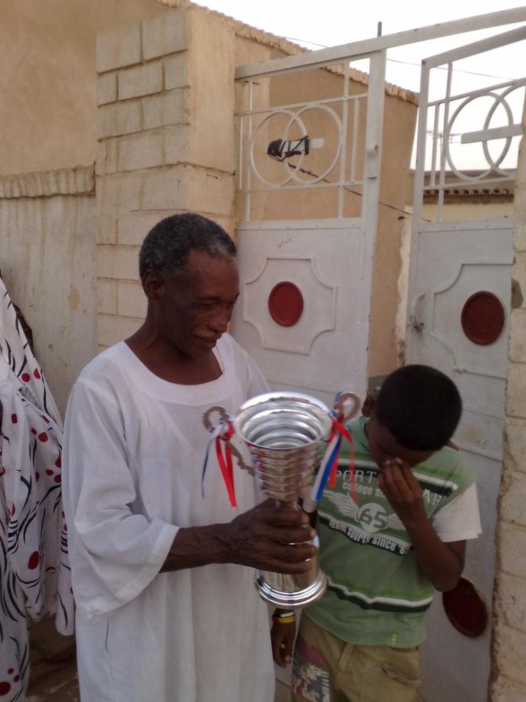 شباب عشرين يحرزون كأس بطولة الشهداء بالصحافة وجبرة 110220121565