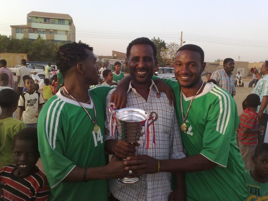 شباب عشرين يحرزون كأس بطولة الشهداء بالصحافة وجبرة 110220121544