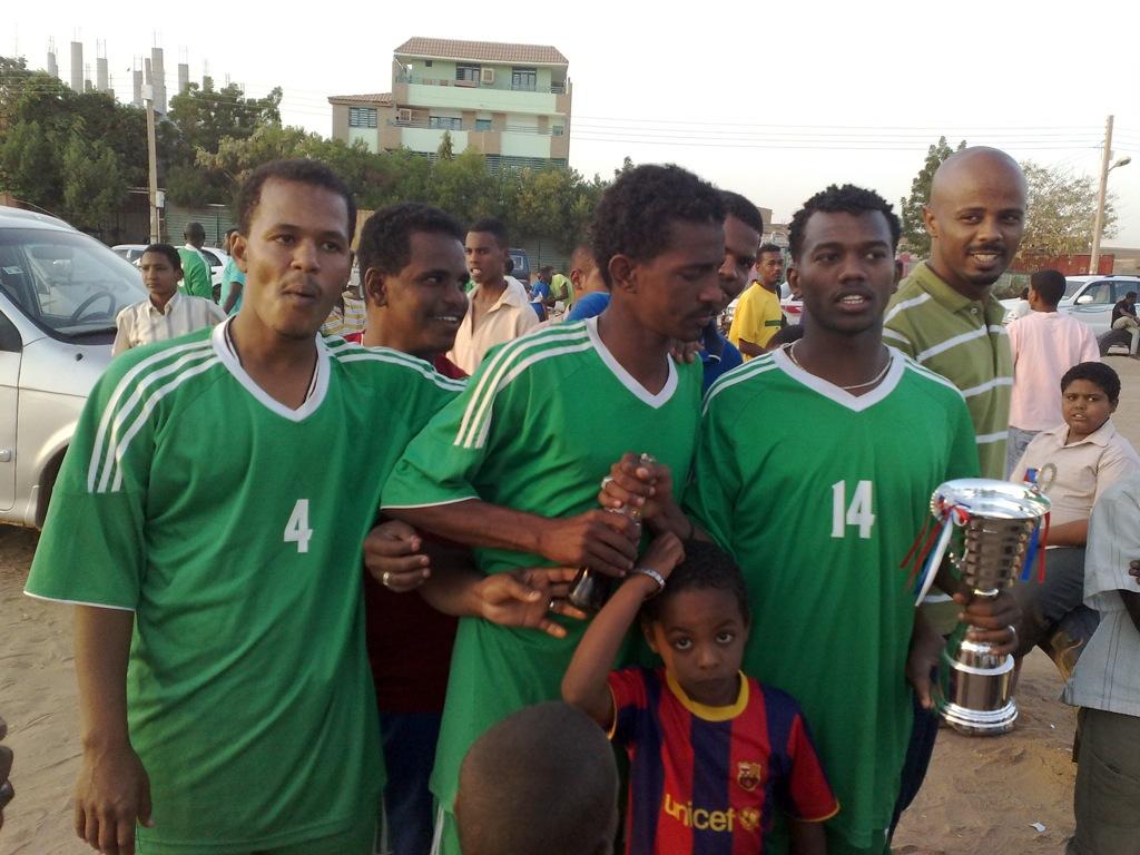 شباب عشرين يحرزون كأس بطولة الشهداء بالصحافة وجبرة 110220121558