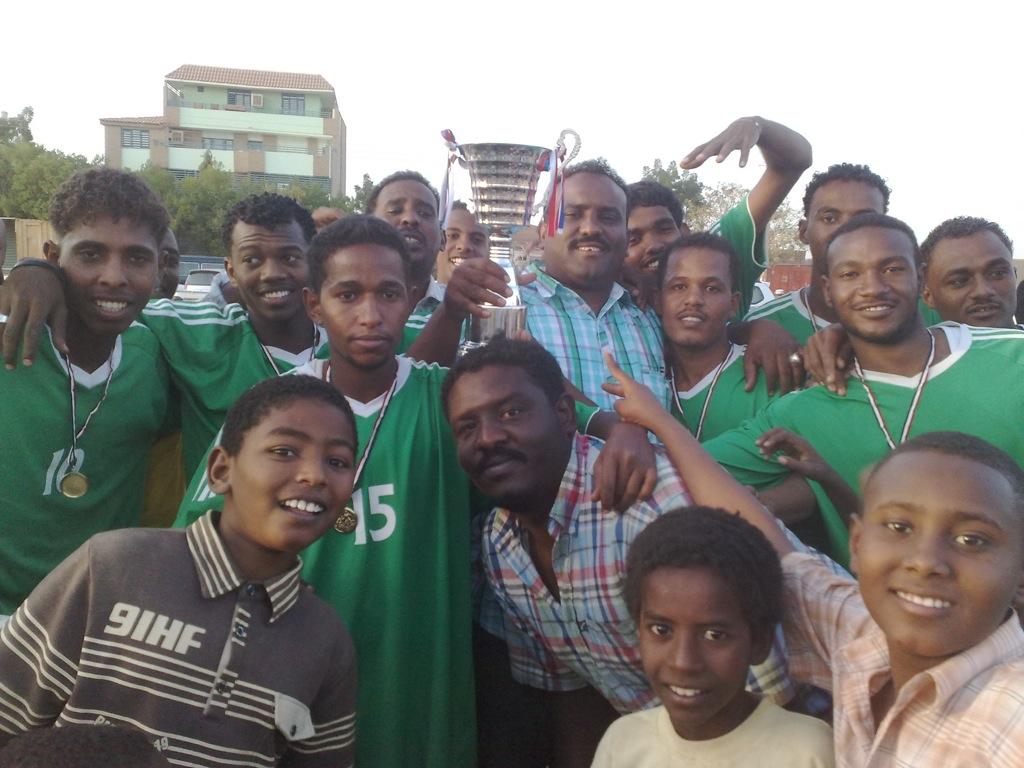 شباب عشرين يحرزون كأس بطولة الشهداء بالصحافة وجبرة 110220121541