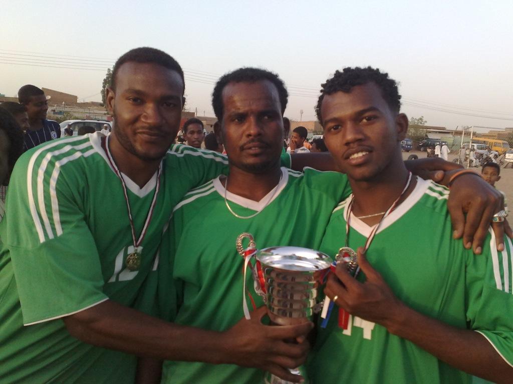 شباب عشرين يحرزون كأس بطولة الشهداء بالصحافة وجبرة 110220121546