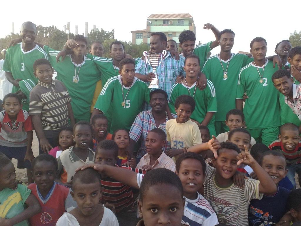 شباب عشرين يحرزون كأس بطولة الشهداء بالصحافة وجبرة 110220121538