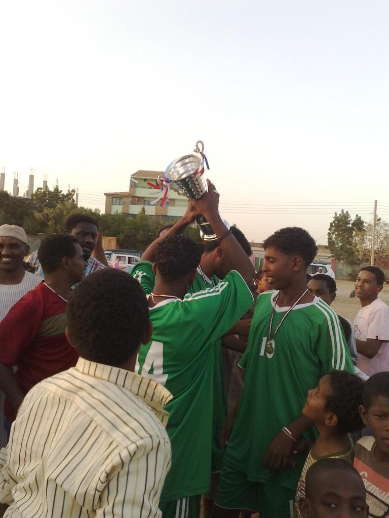 شباب عشرين يحرزون كأس بطولة الشهداء بالصحافة وجبرة 110220121552