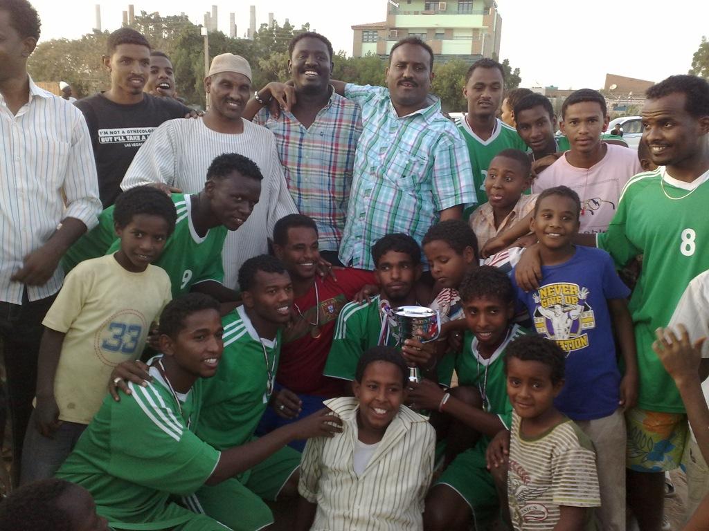شباب عشرين يحرزون كأس بطولة الشهداء بالصحافة وجبرة 110220121550