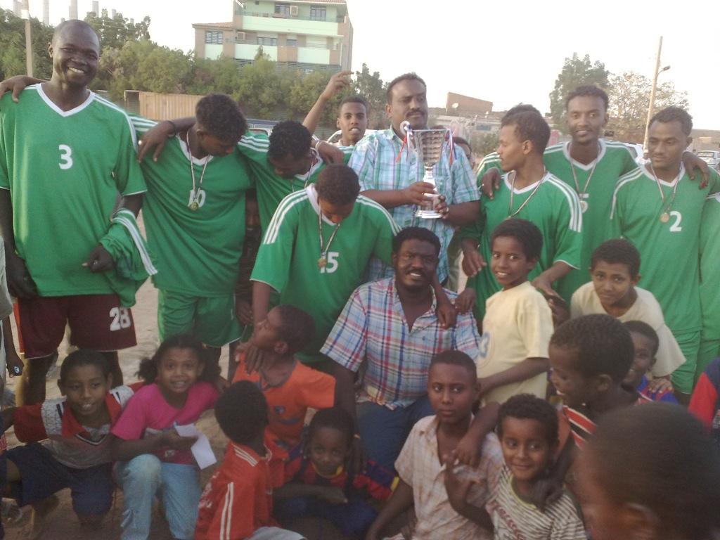 شباب عشرين يحرزون كأس بطولة الشهداء بالصحافة وجبرة 110220121537
