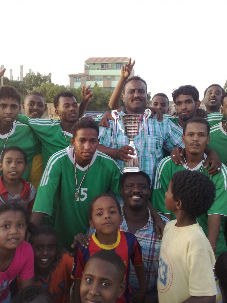شباب عشرين يحرزون كأس بطولة الشهداء بالصحافة وجبرة 110220121539