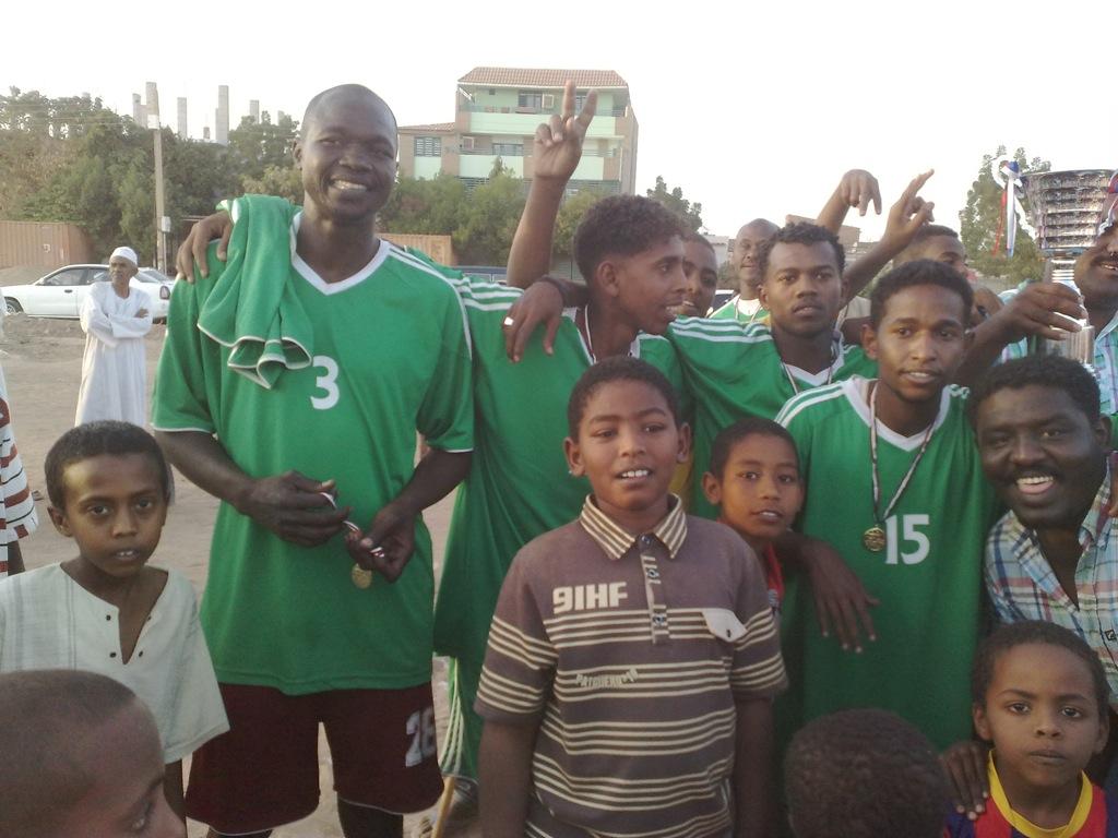 شباب عشرين يحرزون كأس بطولة الشهداء بالصحافة وجبرة 110220121540